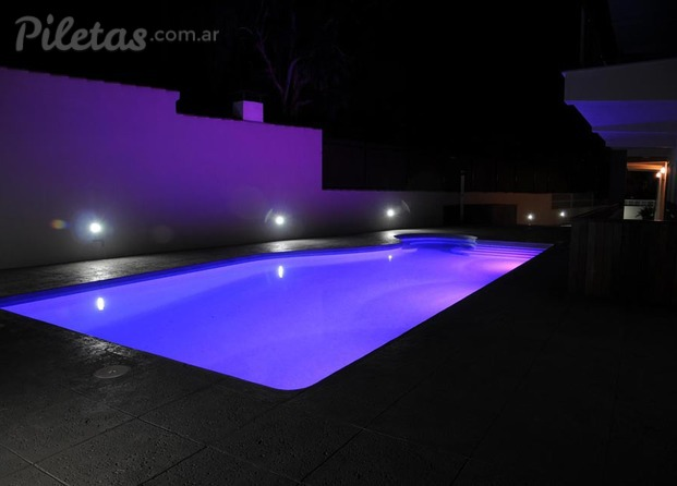 Im genes de arte sol y agua for Luces led piscina