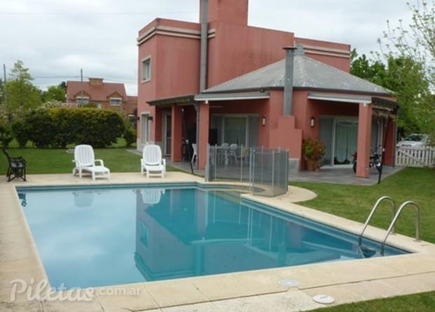 Im genes de f g piscinas for Bordes decorativos para piscinas