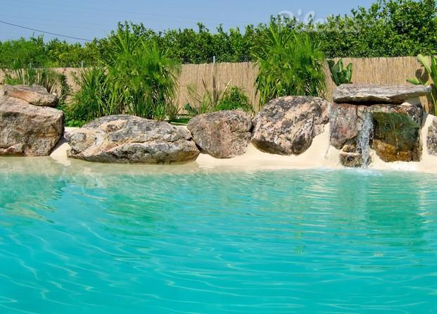 Im genes de piscinas de arena la playa en tu casa for Cascadas de piletas